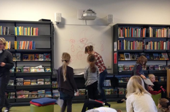 Foredrag om tegning fortælling og tegneserier på skoler og institutioner med charlotte fleischer